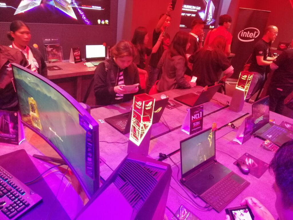 End-users can engage with powerful ROG machines in these built fixtures, giving them more immersive experiences with the products.