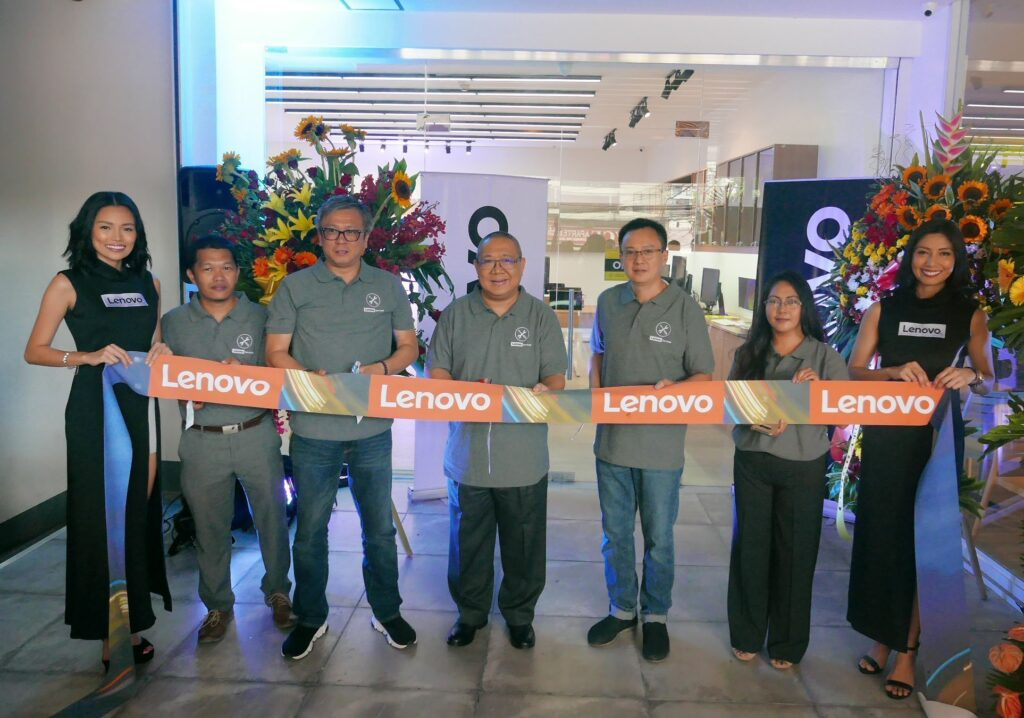 Lenovo Service Center Ribbon Cutting