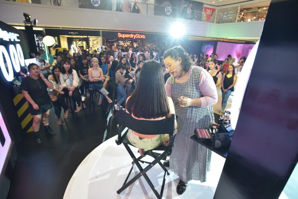 Makeup artist Sylvina Lopez takes over the OPPO x MAC Day 2's workshop.